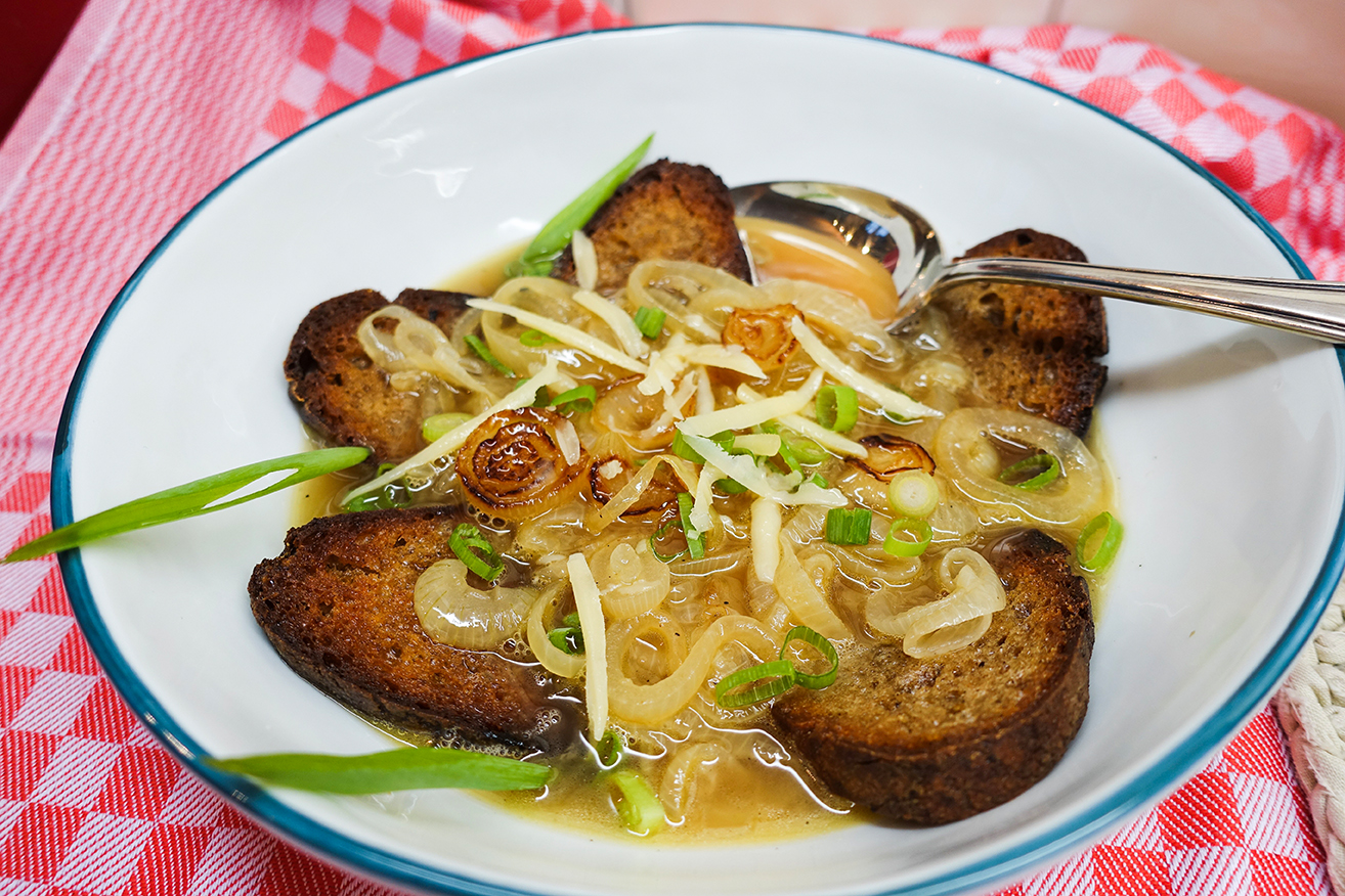 Zwiebel-Brotsuppe