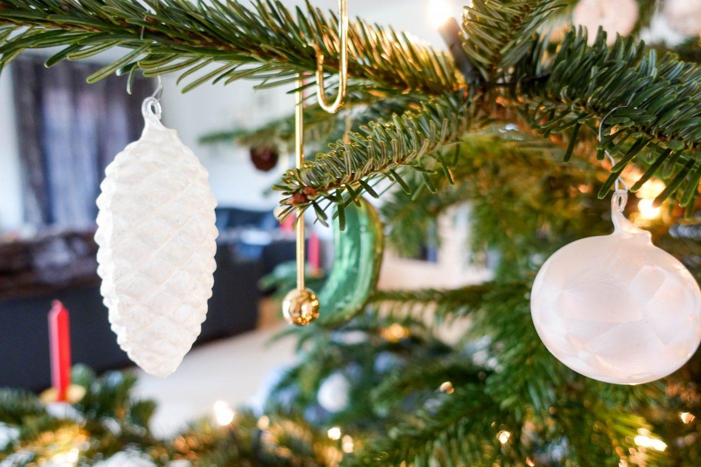 Weihnachtsbaum mit Lauschaer Kugeln
