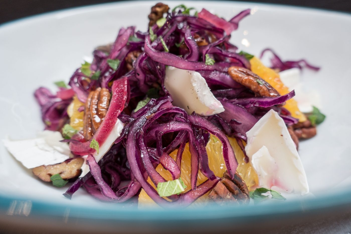Red cabbage salad with orange, date and goat's cheese