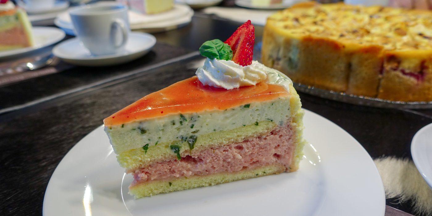 Erdbeeren, Joghurt, Basilikum – die perfekte Torte