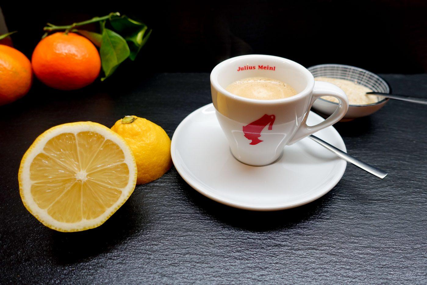 Espresso mit Zitrone gegen Kopfschmerzen