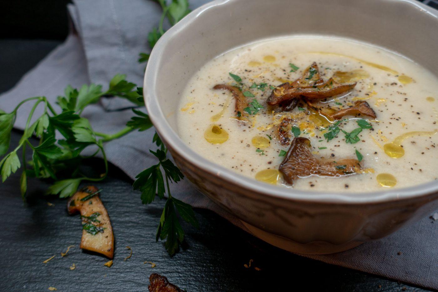 Schwarzwurzel-Suppe mit Kräuterseitlingen