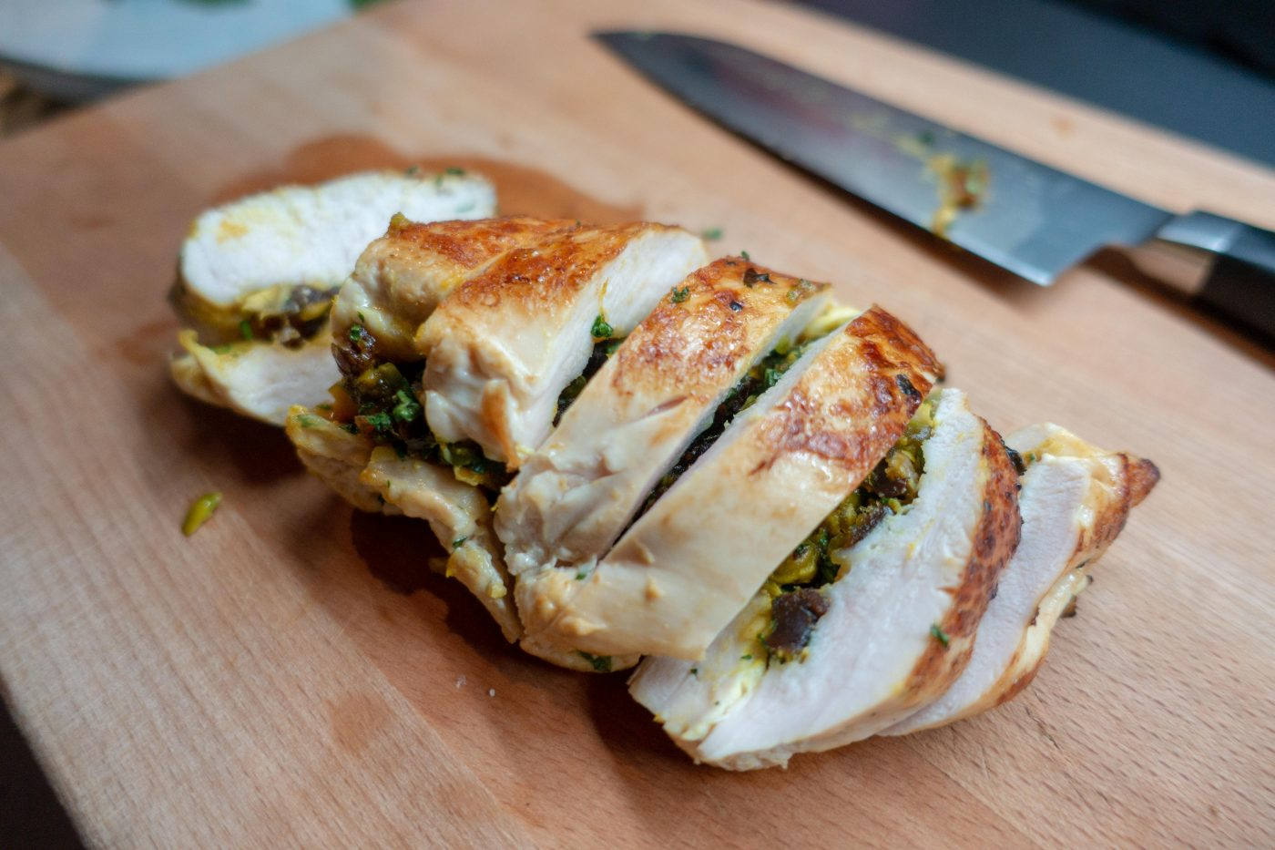 Chicken breast stuffed with dates and pistachios