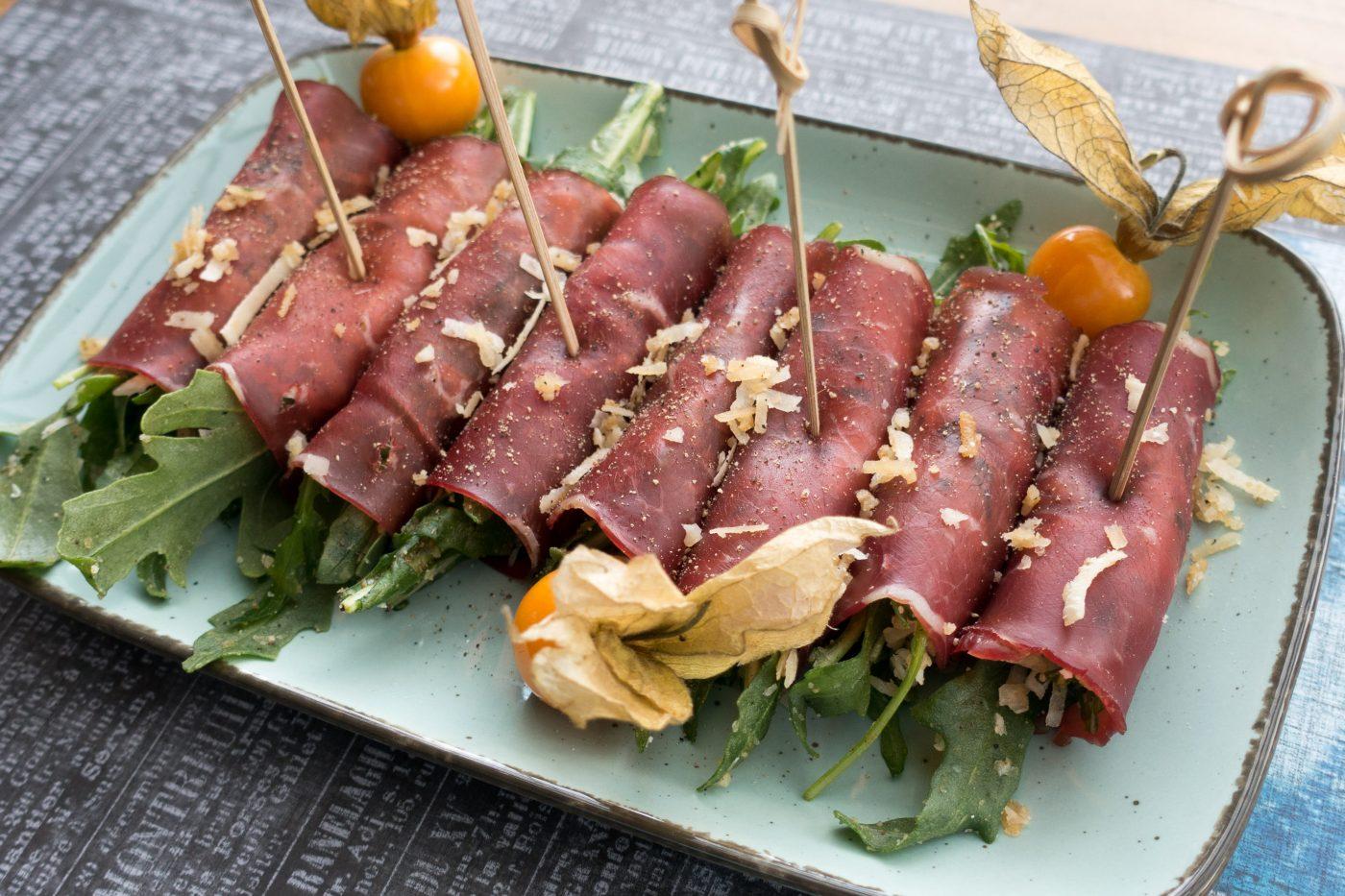 Ciccetti - Bresaola Röllchen mit Rucola und Käse gefüllt