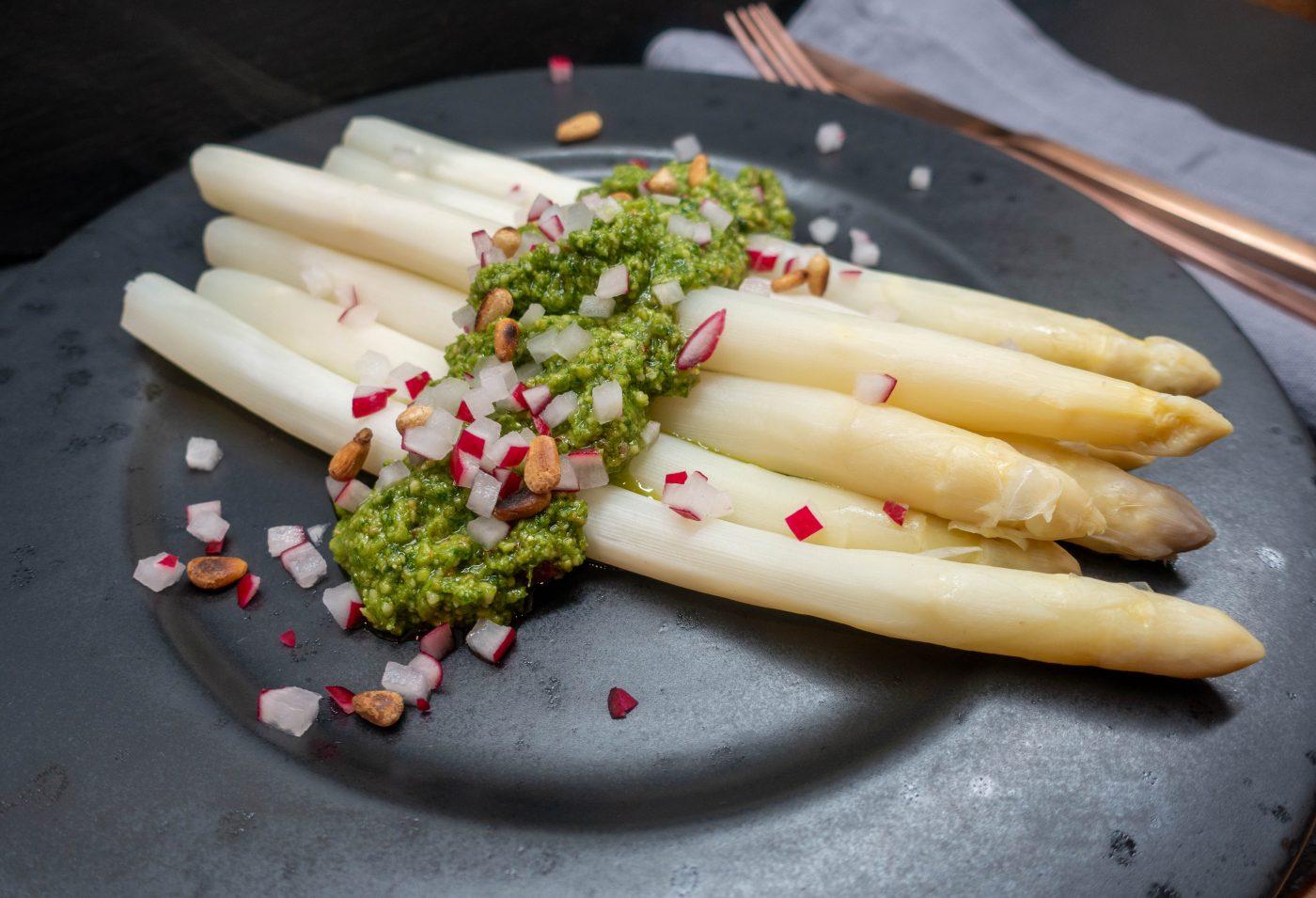 Radieschen-Pesto mit Spargel